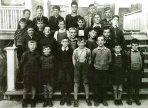 Les élèves de la classe du couvent des Soeurs de l'Assomption de la Sainte Vierge en 1936