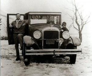 Gaston et Jeannine Gagnon dans la voiture d'Ernest Gagnon 1928